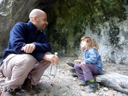 Devant Cotencher : la  complicité d'un père avec sa fille