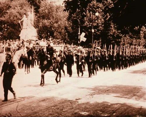 Le défilé devant le général Wille à Neuchâtel, 1915