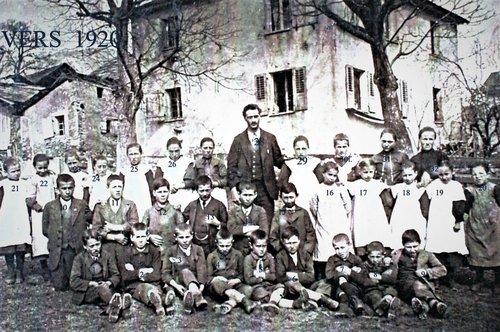 Ecole de Chandolin vers 1920 bis