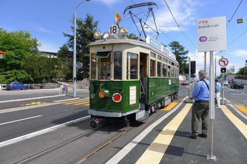 Premier tram 18 à Meyrin-Village