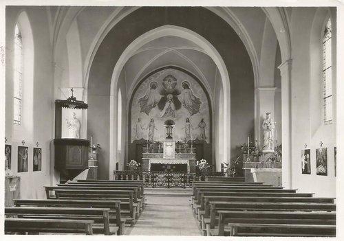 Intérieur de l'église Sainte-Pétronille de Pregny-Chambésy avant le deuxième concile œcuménique du Vatican