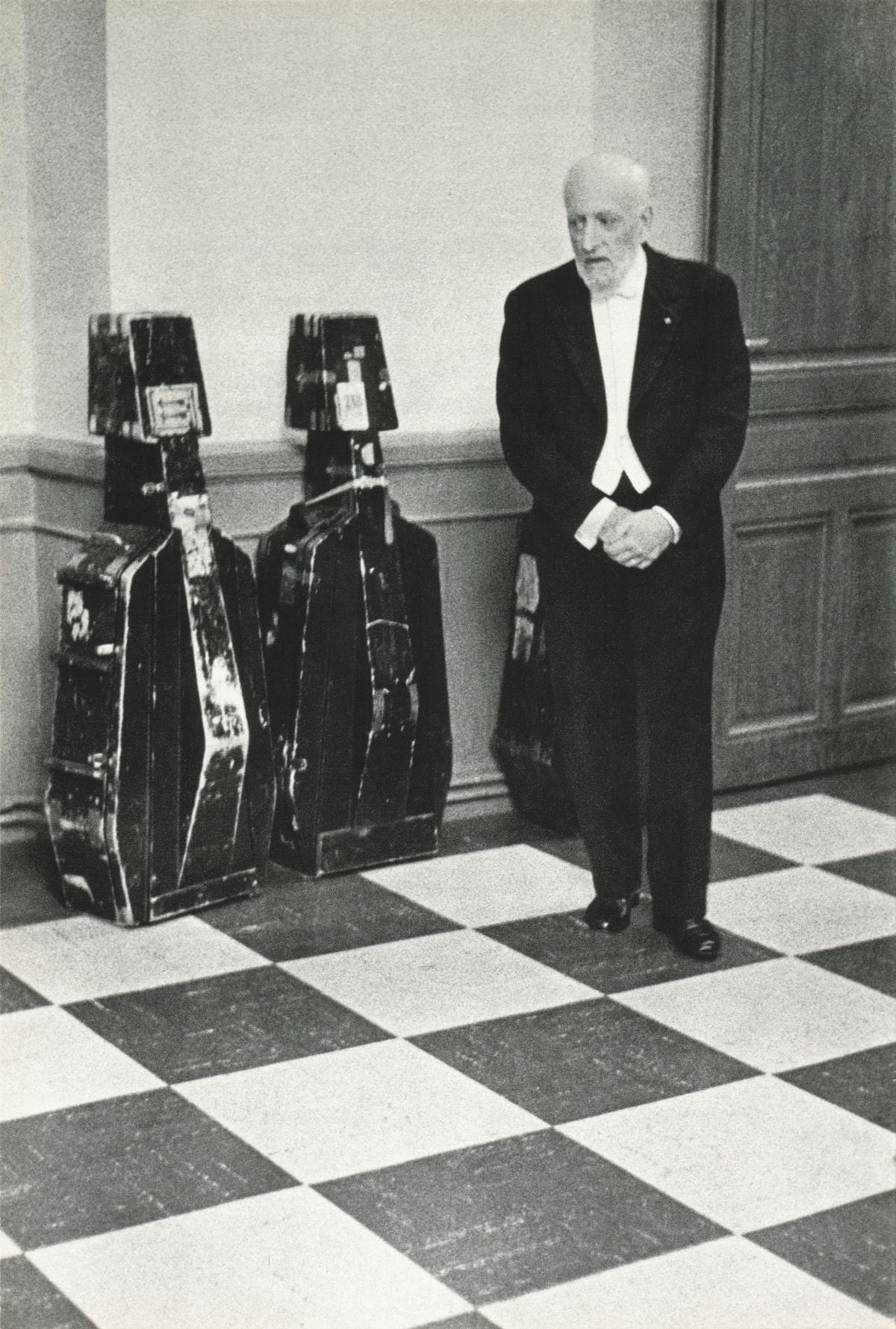 Ernest ANSERMET, l'attente du chef d'orchestre avant d'entrer en scène...