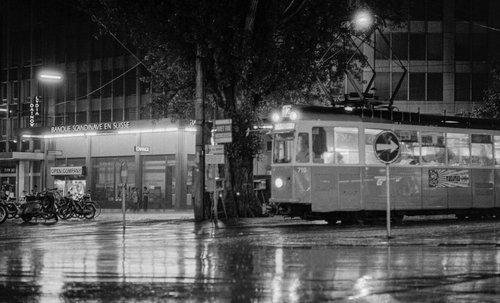 Genève, le tram 12 sous la pluie