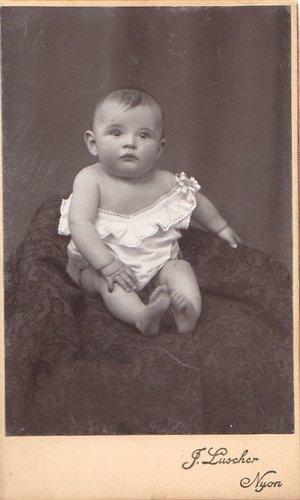 Bébé pose