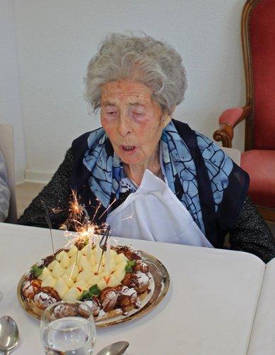 Mathilde Abbet a cent trois ans