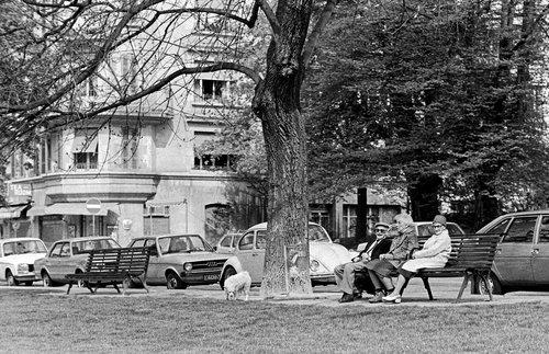 Genève, des retraités sur un banc