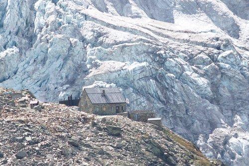 Glacier et cabane de  Moiry en 2017