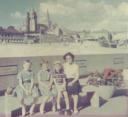 Mes sœurs, ma Maman et moi 1964