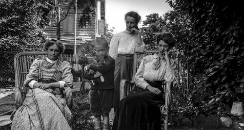 Suzanne à Bremblens en 1912