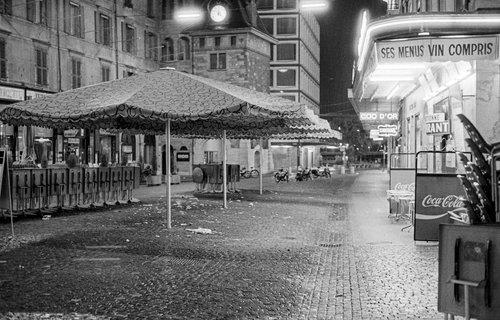 Genève, au Molard, fin de soirée