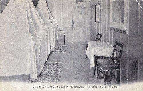 lit à baldaquin à l'hospice
