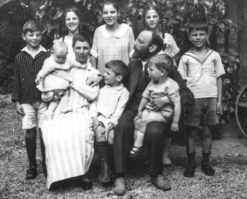 Famille de Franz et Mary Burnand en 1924