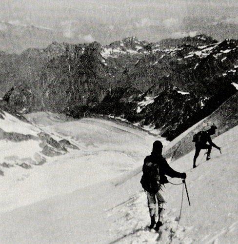 Grand Combin, 4314 mètres, et Glacier de Corbassière en 1957