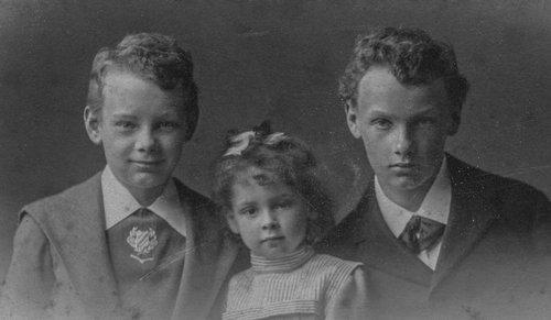 3 des 4 enfants de Alix et Eugène Samuel
