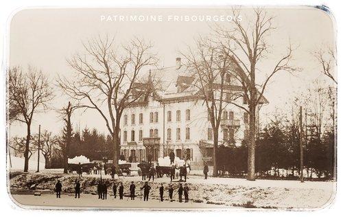 Patinoire et Hôtel du Jura