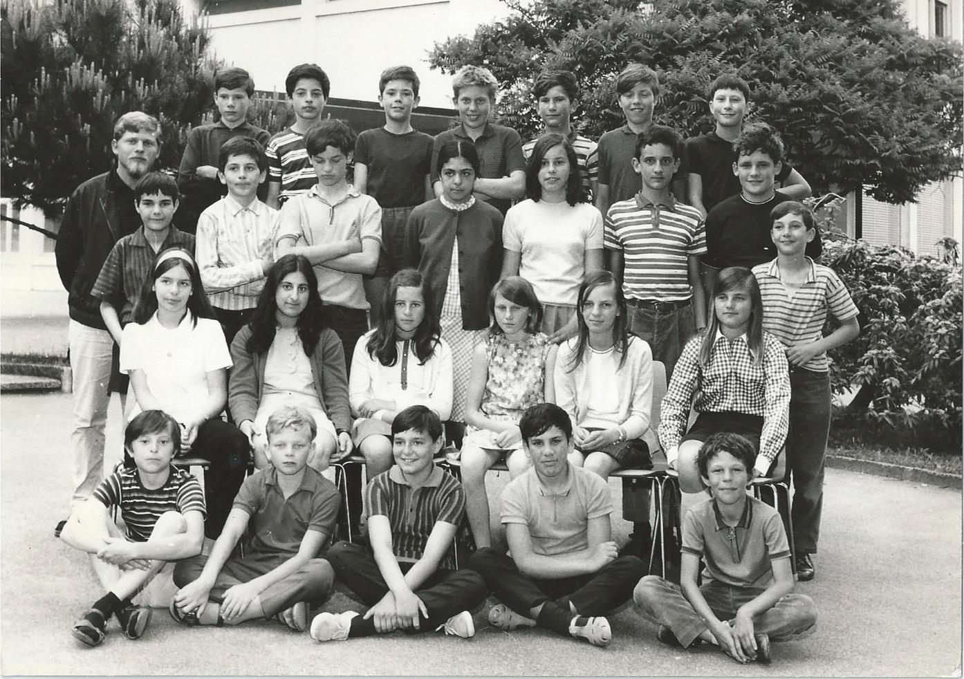 Photo de classe au collège du Grand-Pont. Lutry