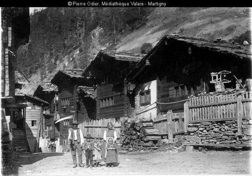 Intérieur du village de Binn