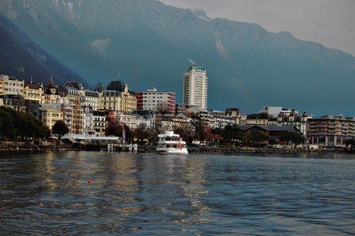 Général-Guisan se promène à Montreux