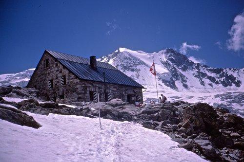 Cabane de Moiry, 2825 mètres