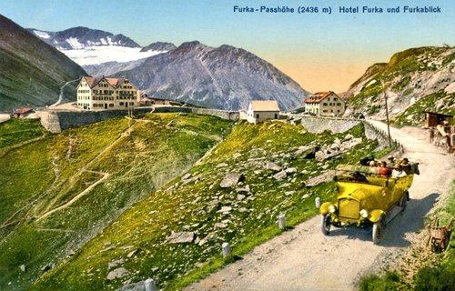 Les premiers cars postaux à la Furka