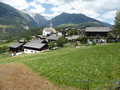 Le village d'Ernen et son église
