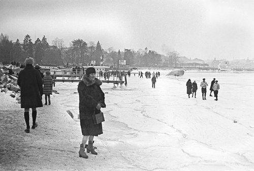 Genève, la rade gelée en février 1929