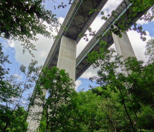 Pont sur l'autoroute A9
