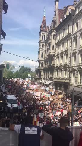 Lausanne marche pour sauver une planète terre à bout