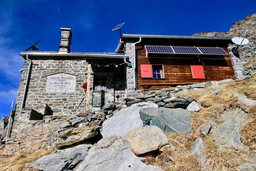 Cabane Valsorey, 3037 mètres