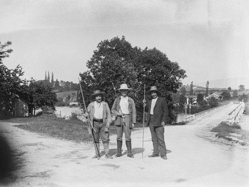 Des pêcheurs près de l'ancien Pont de Chancy