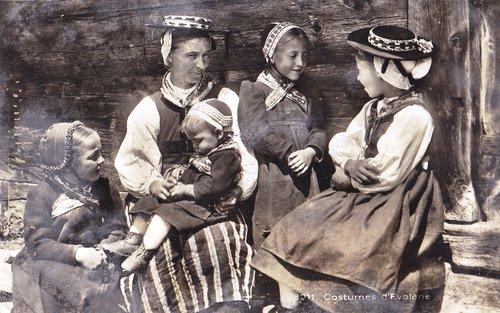 Costumes valaisans (les enfants)