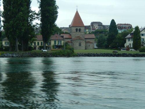 Eglise de St Sulpice vue du lac