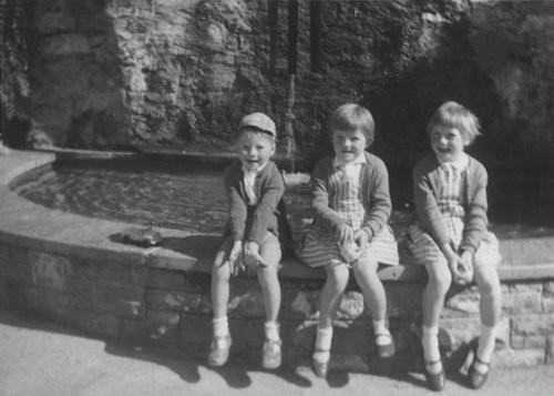 Mes sœurs et moi à l'avenue du Théâtre 1962