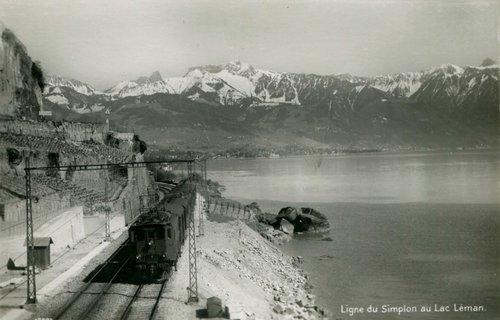 Le train sur la rive du Léman