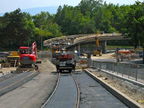 Meyrin  travaux tram 14. Construction du viaduc.