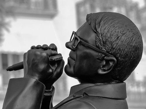 Claude Nobs, statue
