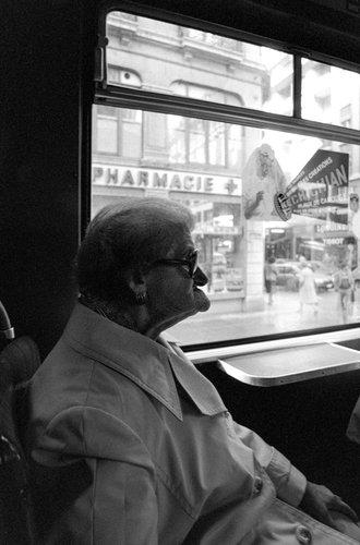 Genève, dans le trolleybus