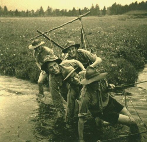 Le pont suspendu des Scouts au Brassus été 1947
