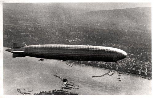 Le Zeppelin survolant la Rade de Genève