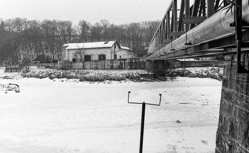 Vessy, l'Arve gelée en 1985