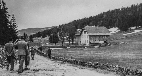 Retour aux Grandes Roches ou à la Moësetta depuis le Chalet des Grandes Roches, l'annexe en bois n'a pas encore été remplacée
