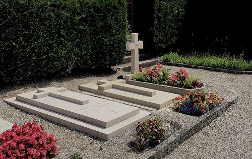 Tombes de Madeleine, Dinu et Anna Lipatti au cimetière de Chêne-Bourg