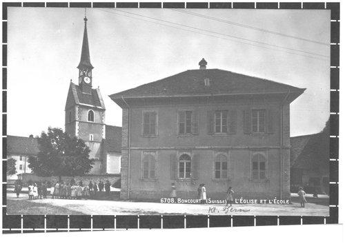 L'église et l'école de Boncourt
