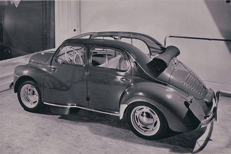 Renens voiture Renault 4 CV