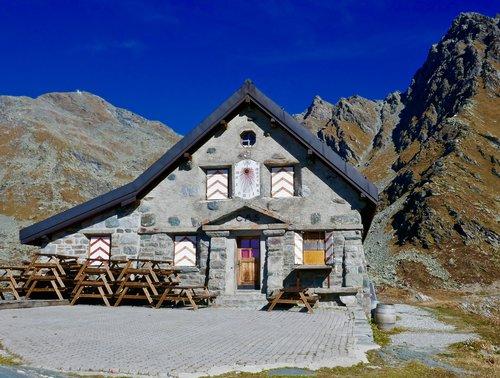 Cabane du Mont Fort, 2457 mètres