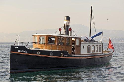 Le remorqueur SS Vulcania