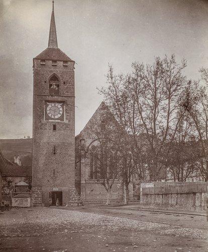 Clocher de l'église St Etienne et la Porte