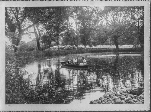 L'étang du parc du Château de Bonmont