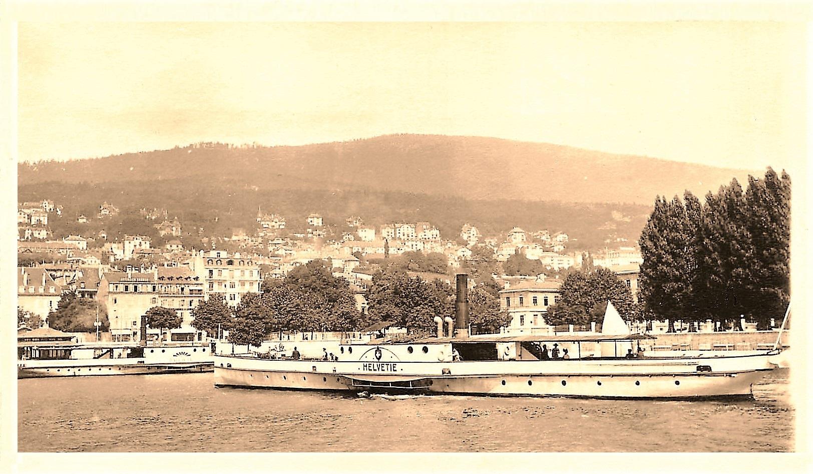 Bateau l'Helvétie au port de Neuchâtel