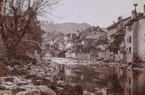 Ville basse bordant la Broye, avec le Pont St Eloi